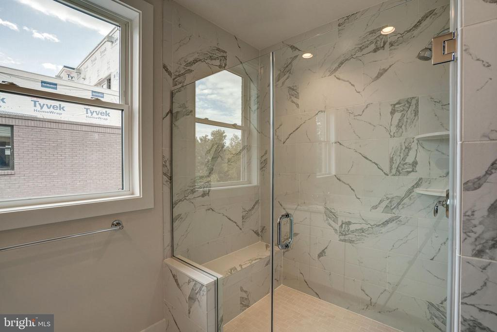 Gramercy Park  Master Bathroom - 42468 MILDRED LANDING SQ, ASHBURN