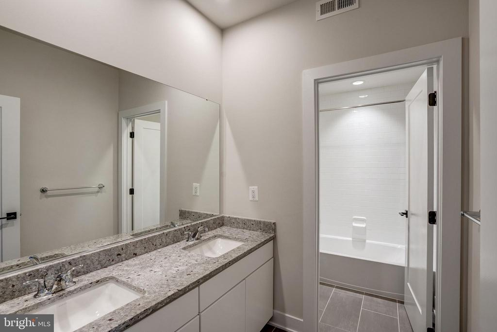 Gramercy Park Bathroom - 42468 MILDRED LANDING SQ, ASHBURN