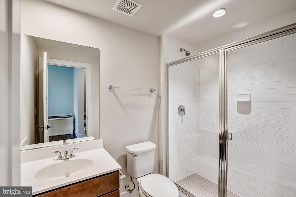 Gramercy Park  Hall Bathroom - 42468 MILDRED LANDING SQ, ASHBURN