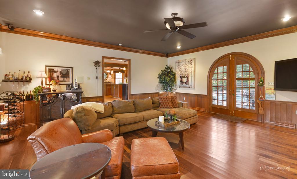 Great room with new hardwood flooring - 5223 FAIRGREENE WAY, IJAMSVILLE