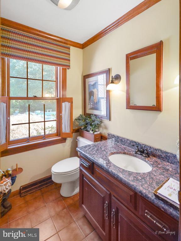 Main level half bath with updated vanity - 5223 FAIRGREENE WAY, IJAMSVILLE