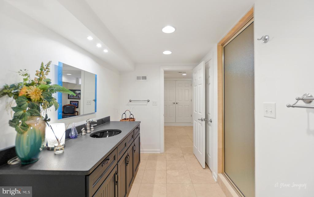 Lower level full bath w/ updated vanities & floor - 5223 FAIRGREENE WAY, IJAMSVILLE