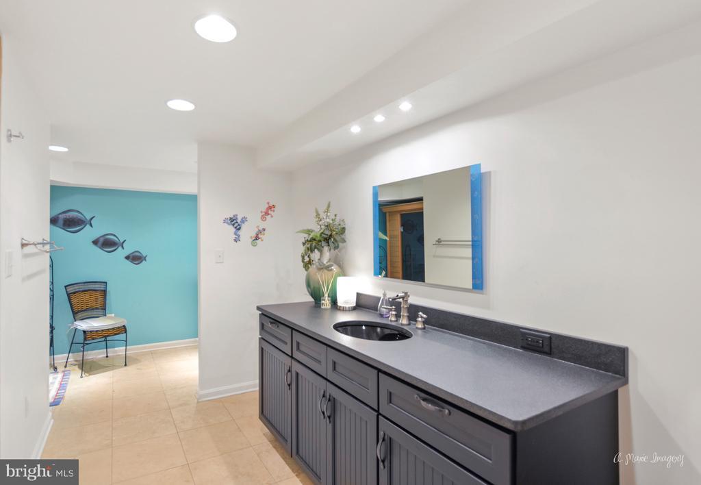 lower level full bath - 5223 FAIRGREENE WAY, IJAMSVILLE