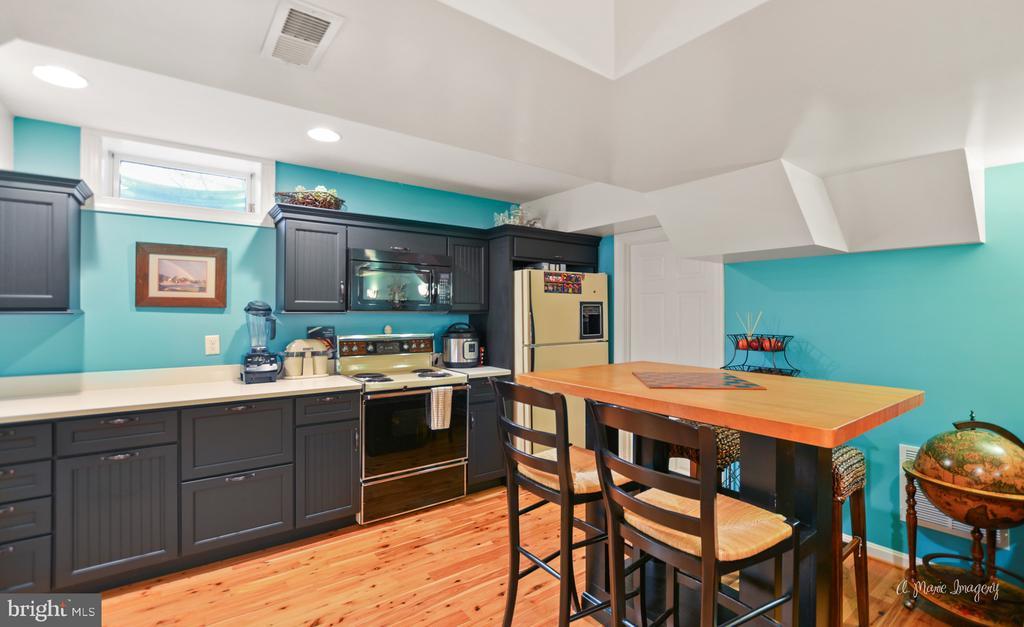 in-law suite~eating area - 5223 FAIRGREENE WAY, IJAMSVILLE