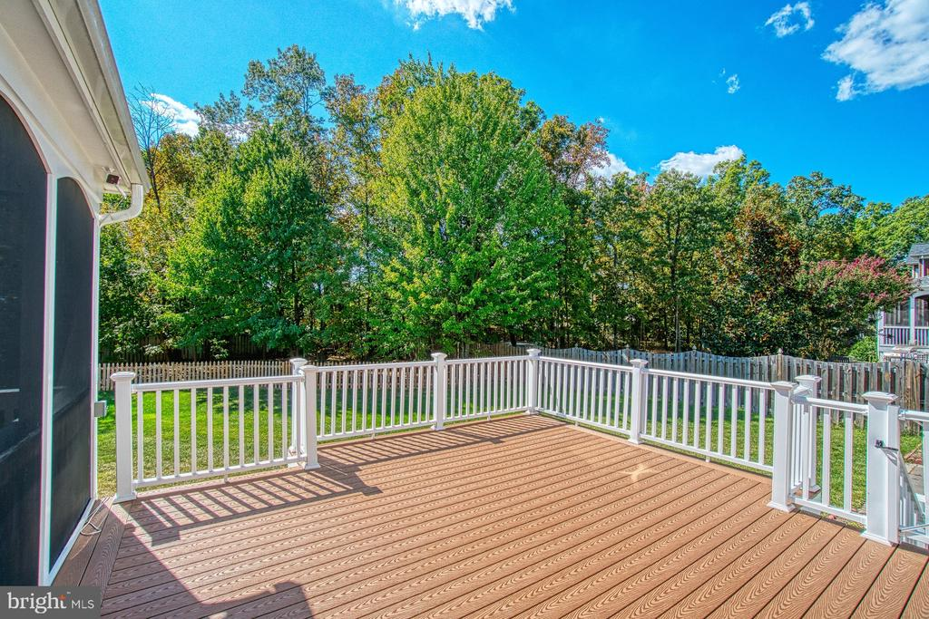 Enjoy Long Evenings on Your Trex Deck - 42763 FOREST CREST CT, ASHBURN
