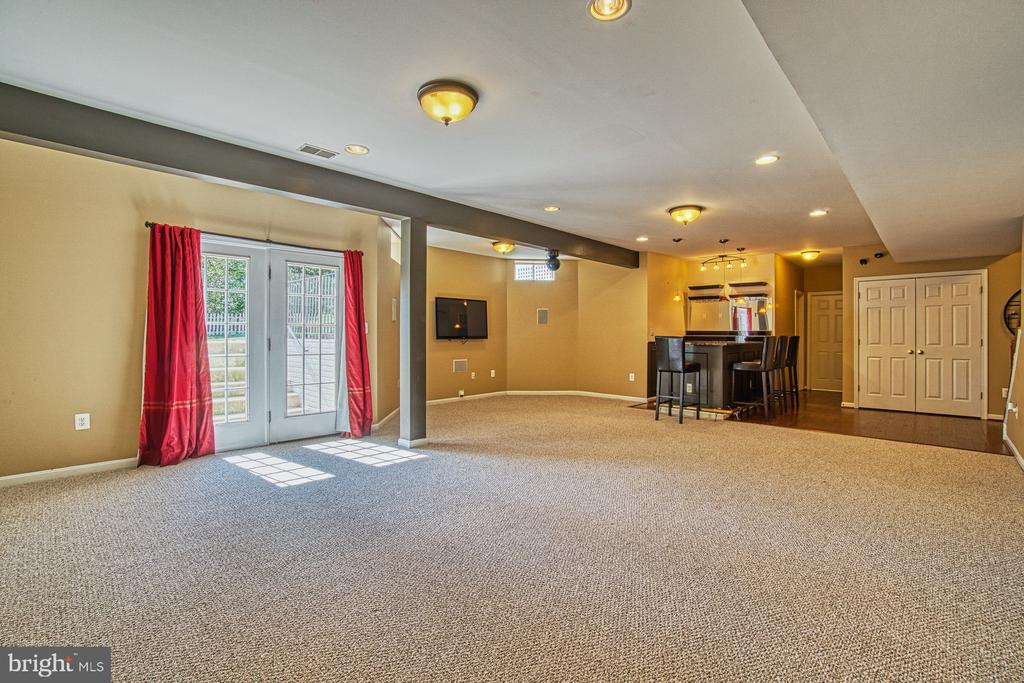 Recreation Room Leads to Backyard - 42763 FOREST CREST CT, ASHBURN