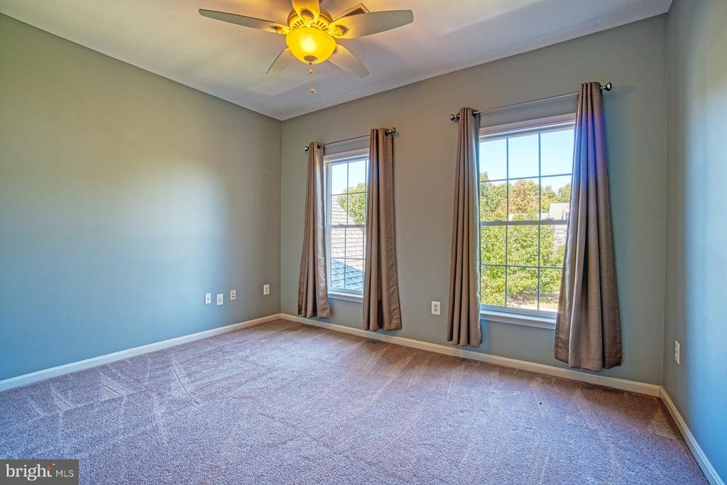 Large Bedroom #3 - 42763 FOREST CREST CT, ASHBURN