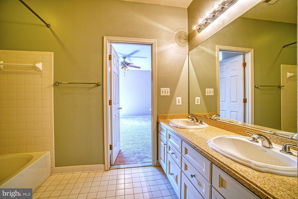 Jack-and-Jill Bathroom #3 - 42763 FOREST CREST CT, ASHBURN