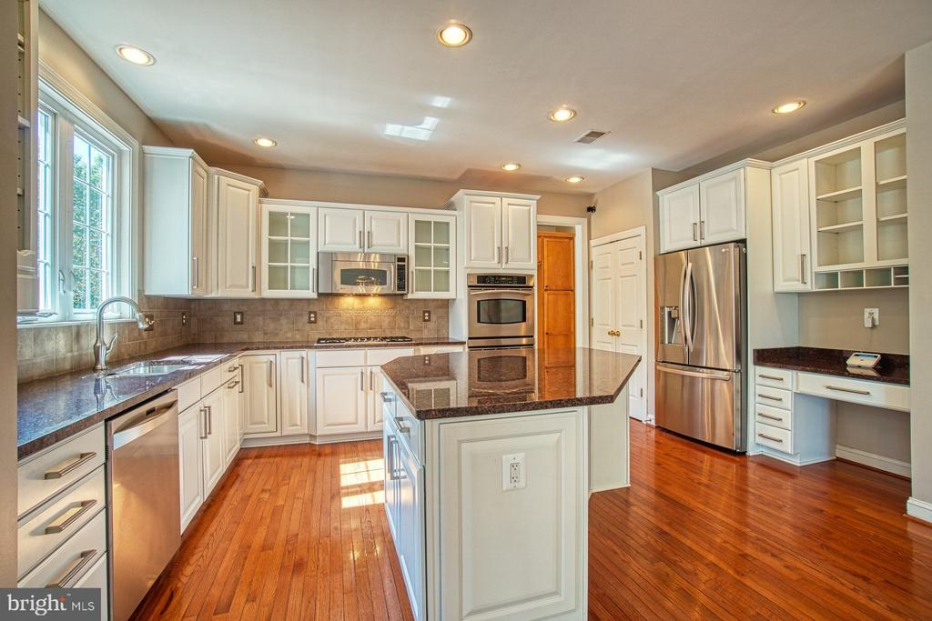 Stunning Gourmet Kitchen - 42763 FOREST CREST CT, ASHBURN