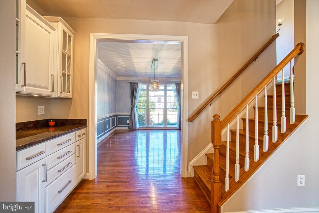 Butlers Pantry AND Rear Staircase - 42763 FOREST CREST CT, ASHBURN