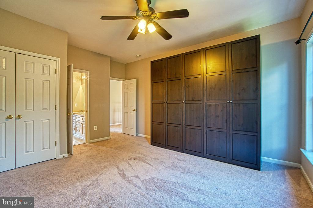 Bedroom #4 with Extra Closet Space - 42763 FOREST CREST CT, ASHBURN