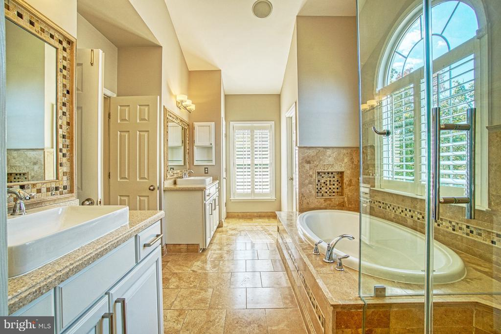Gorgeous Renovated Master Bath - 42763 FOREST CREST CT, ASHBURN