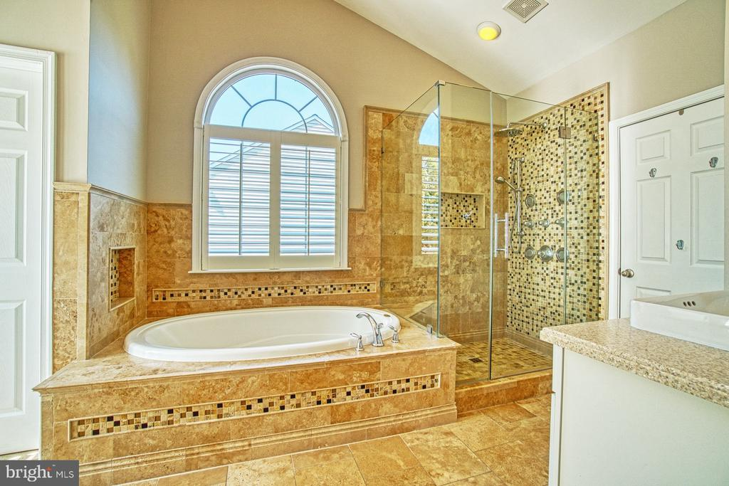 Luxury Bath w Soaking Tub and Over Sized Shower - 42763 FOREST CREST CT, ASHBURN