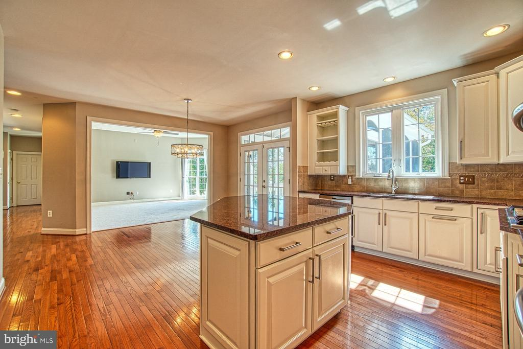 Huge Kitchen Island - Perfect for Entertaining - 42763 FOREST CREST CT, ASHBURN