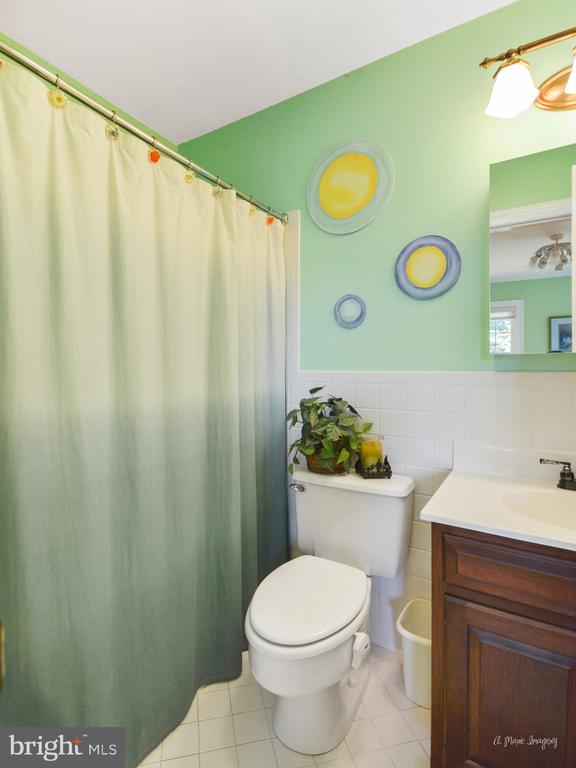 Bedroom 4 with private bath - 5223 FAIRGREENE WAY, IJAMSVILLE