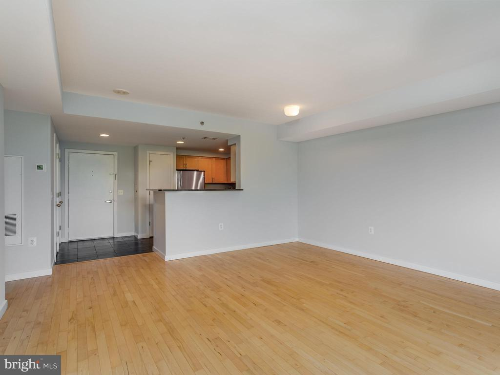 Living room/Kitchen/Foyer - 3883 CONNECTICUT AVE NW #707, WASHINGTON