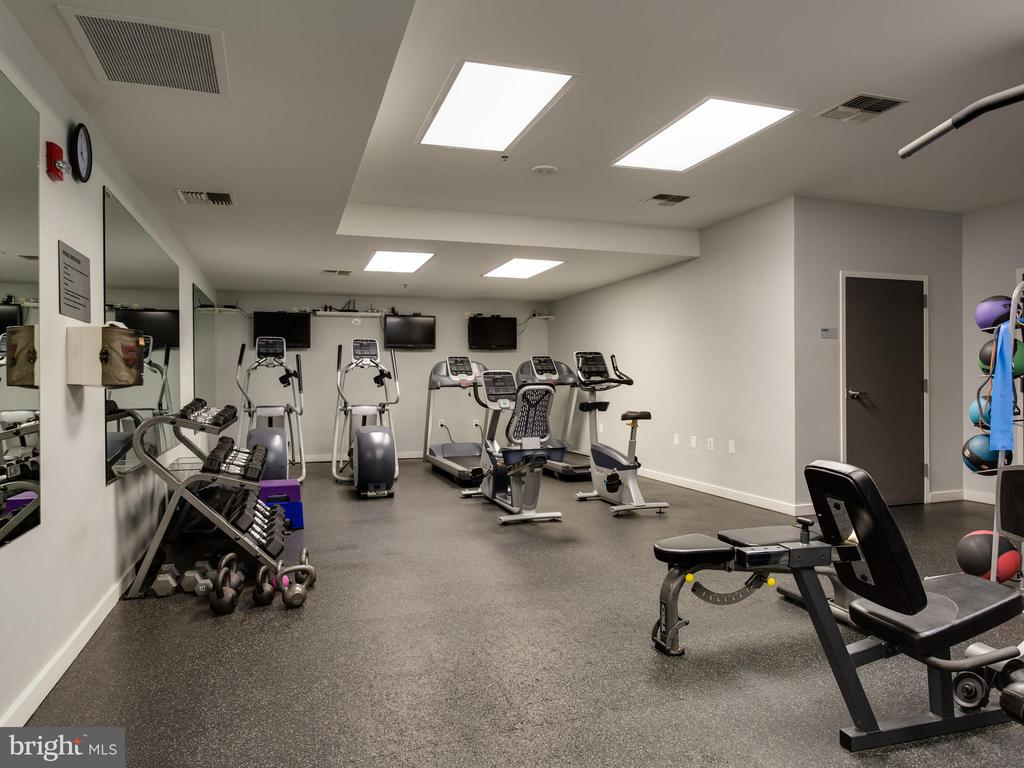 Fitness center - 3883 CONNECTICUT AVE NW #707, WASHINGTON