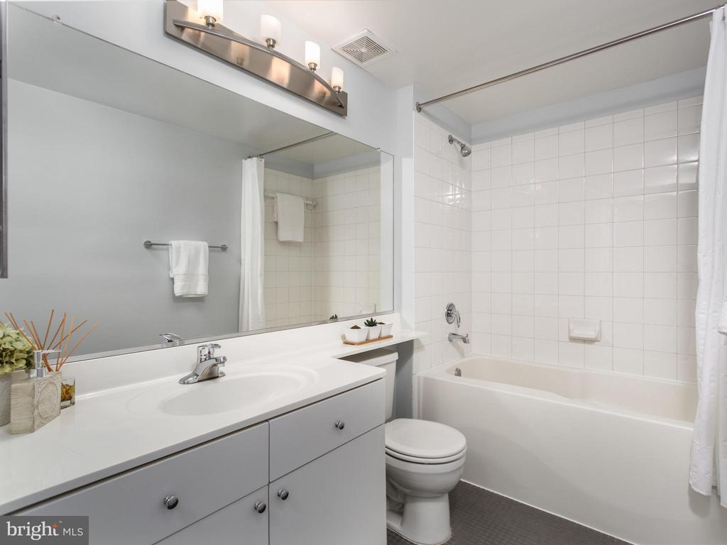 2nd bathroom - 3883 CONNECTICUT AVE NW #707, WASHINGTON