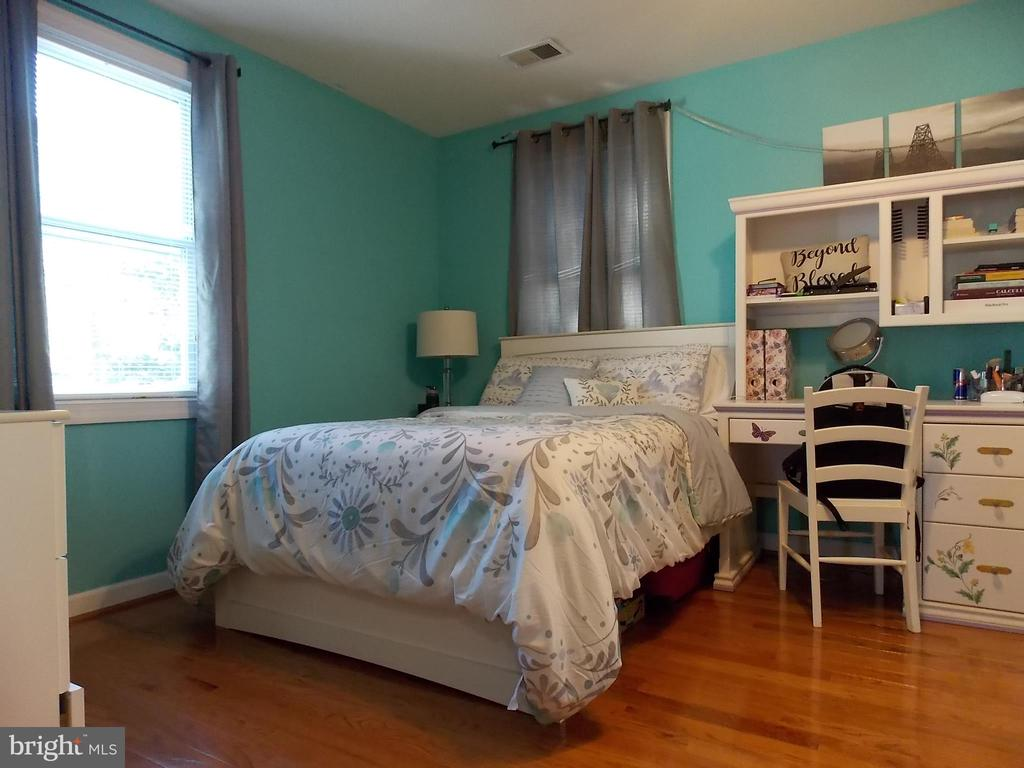 Bedroom 2 - 1 - 111 PIERCE ST, MANASSAS PARK