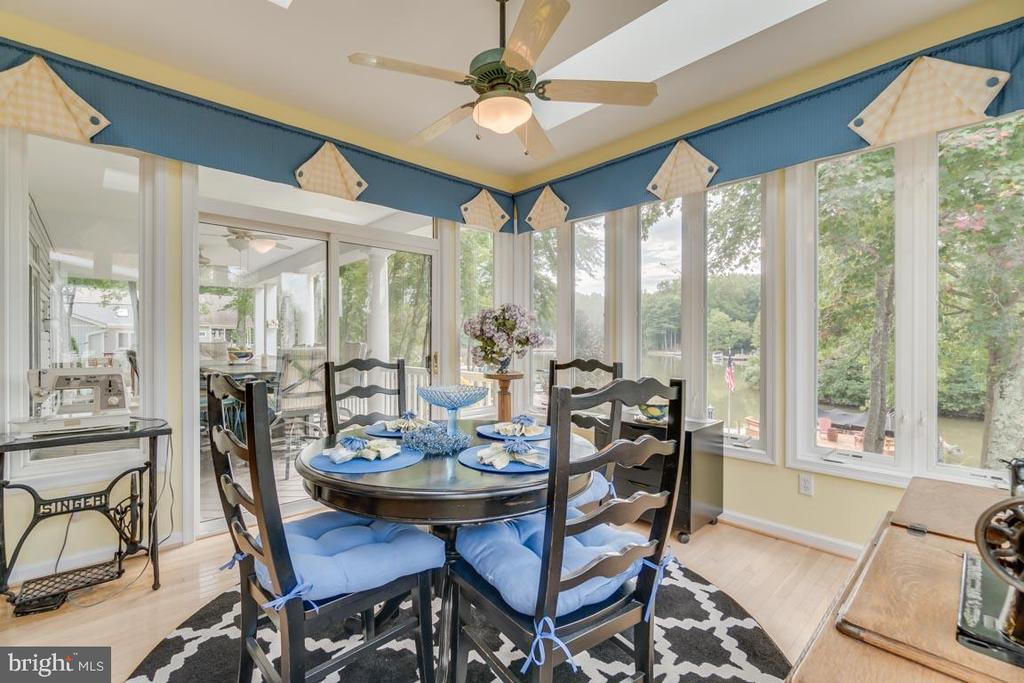 Breakfast room with lots of natural lights - 126 HARRISON CIR, LOCUST GROVE