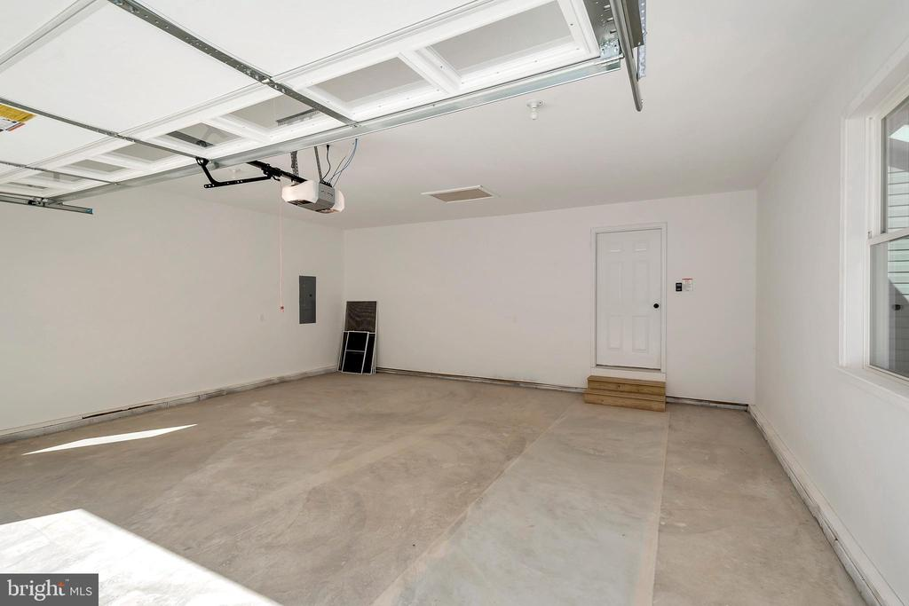 Spacious Garage here! side door to back yard - 4152 JARRELLS WAY, BURR HILL