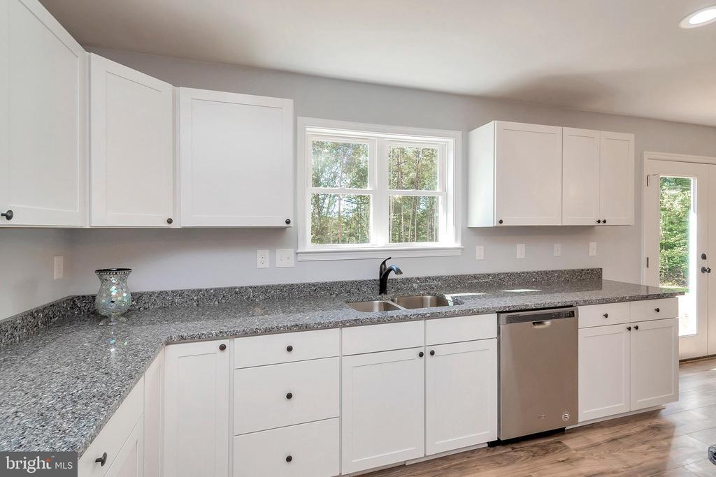 Abundant storage in this open kitchen - 4152 JARRELLS WAY, BURR HILL