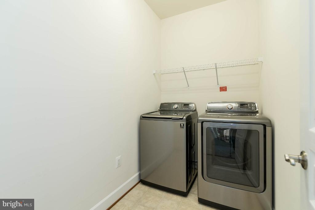 2nd Floor Laundry with upgraded washer and dryer - 15475 BERKHAMSTEAD PL, LEESBURG