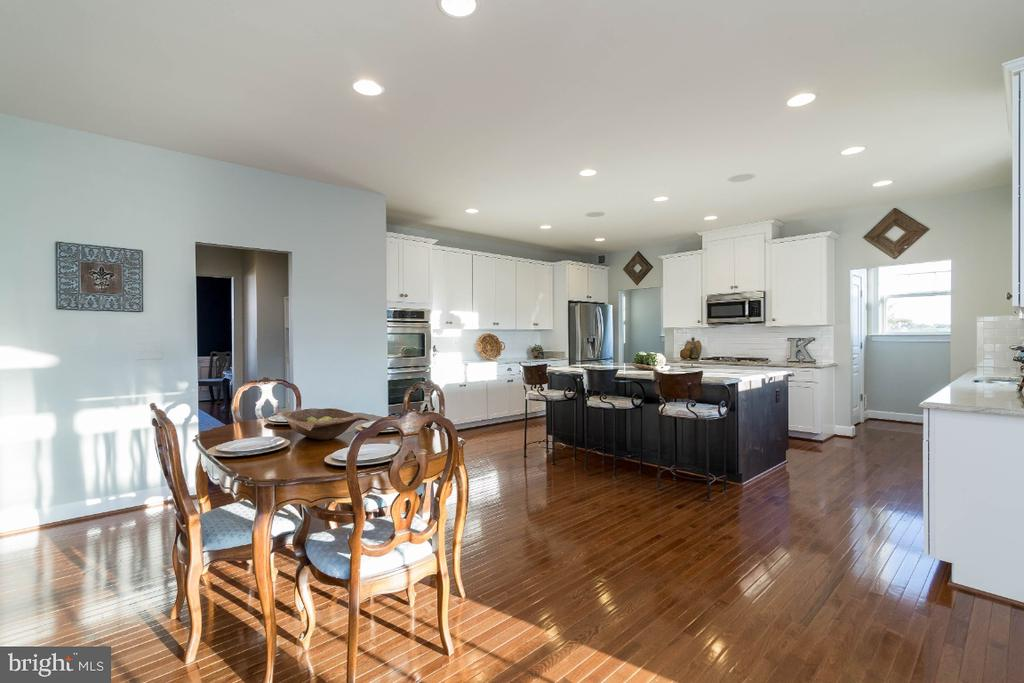 This home has a great flow through the main level - 15475 BERKHAMSTEAD PL, LEESBURG