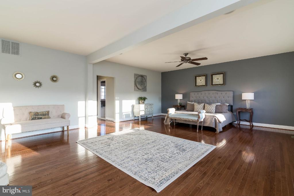 So much space to relax in - 15475 BERKHAMSTEAD PL, LEESBURG