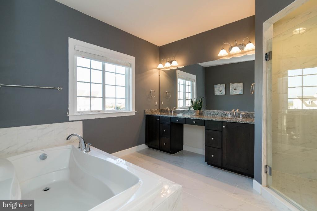 Large but cozy bath with HEATED FLOORS! - 15475 BERKHAMSTEAD PL, LEESBURG
