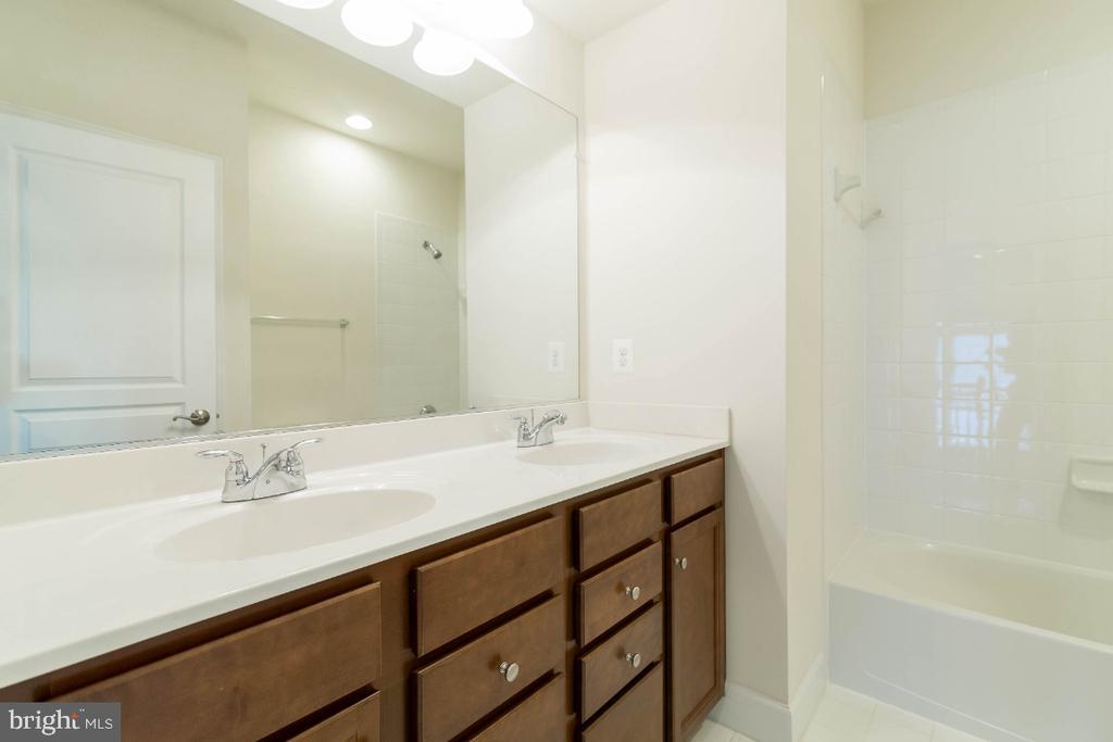 Full Hall Bath with 2 sinks and raised cabinets - 15475 BERKHAMSTEAD PL, LEESBURG