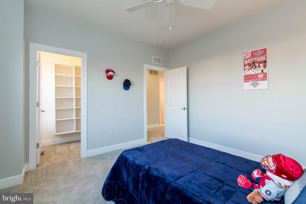 Bedroom 3 has walk-in closet and custom built-ins - 15475 BERKHAMSTEAD PL, LEESBURG