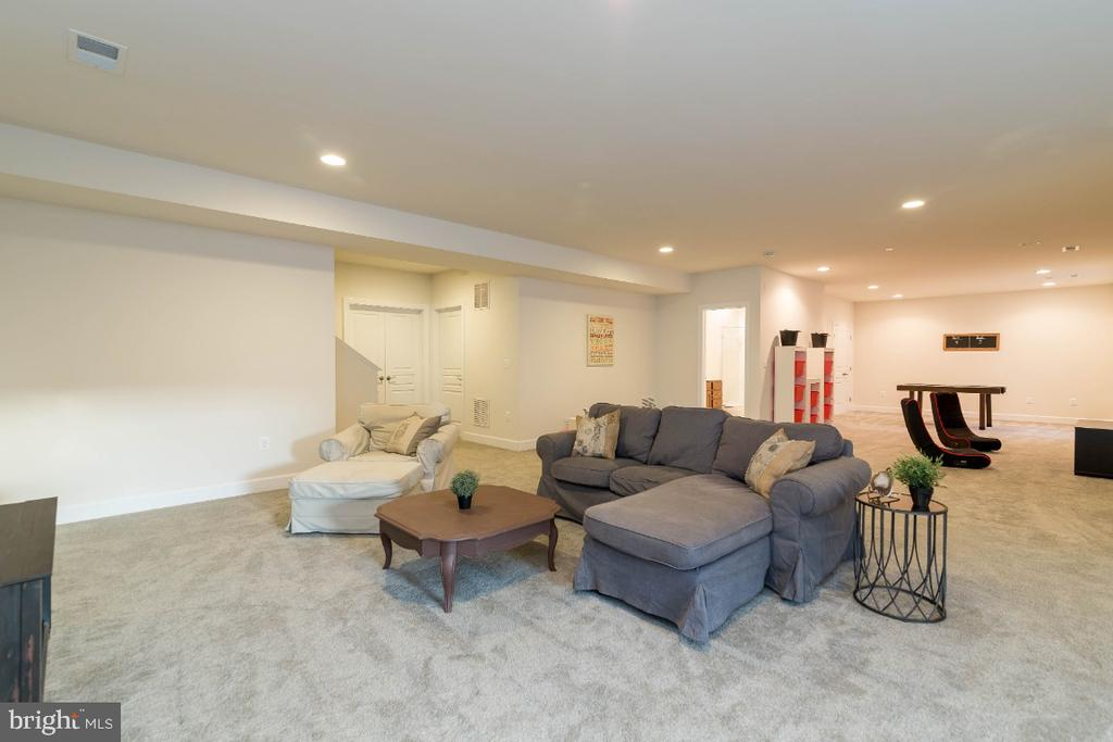 Plenty of space to seperate into different areas - 15475 BERKHAMSTEAD PL, LEESBURG