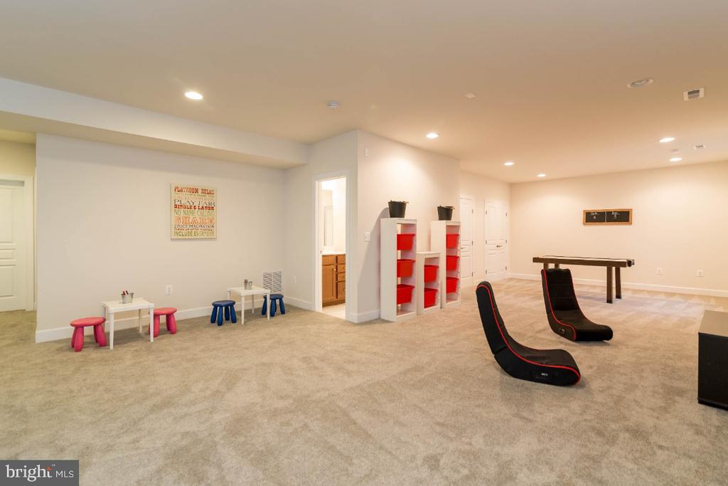 Add a wall and make a 5th legal bedroom - 15475 BERKHAMSTEAD PL, LEESBURG