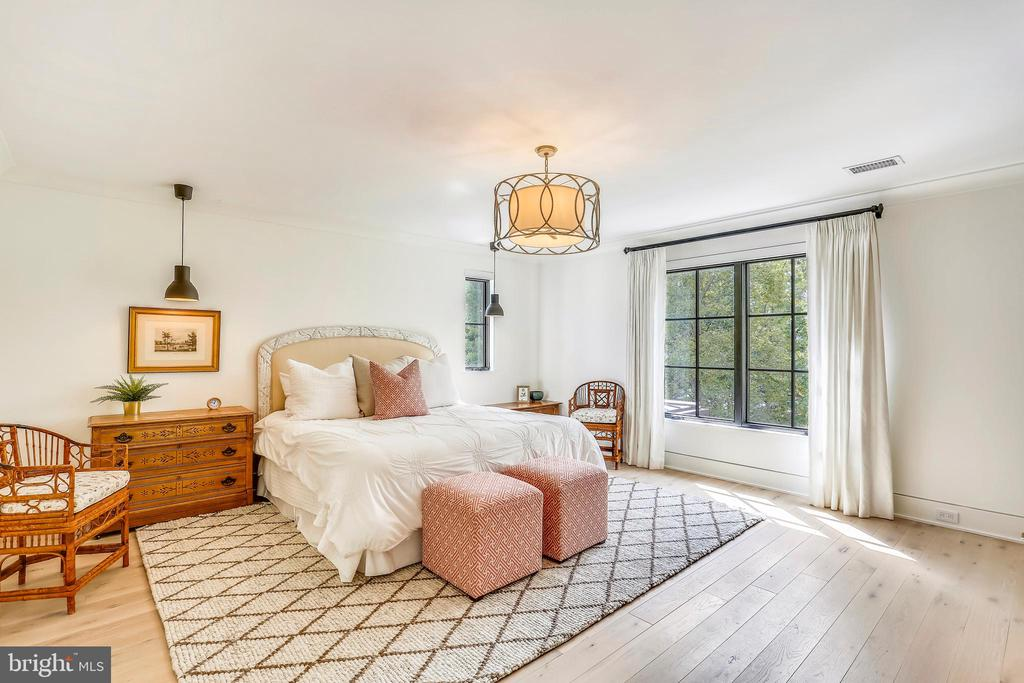 bedroom two with ensuite bathroom - 6404 GARNETT DR, CHEVY CHASE