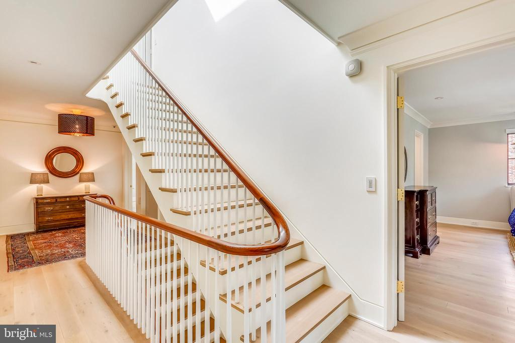 upper level hall - 6404 GARNETT DR, CHEVY CHASE