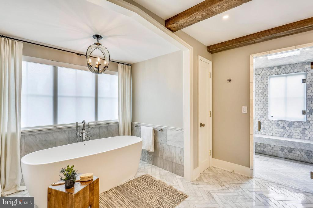 soaking tub and steam shower w/ floating bench - 6404 GARNETT DR, CHEVY CHASE