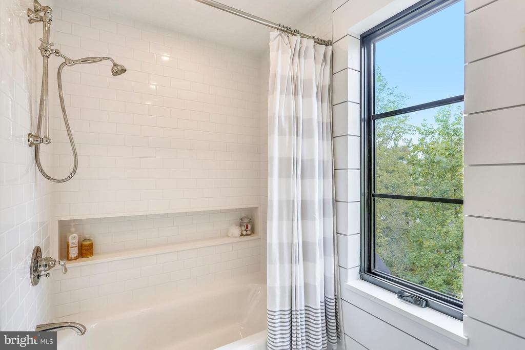 loft bathroom tub/shower/toilet room - 6404 GARNETT DR, CHEVY CHASE