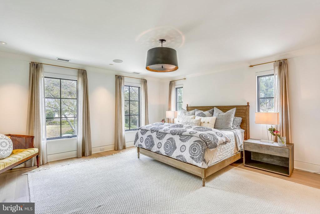 east and south facing master bedroom - 6404 GARNETT DR, CHEVY CHASE