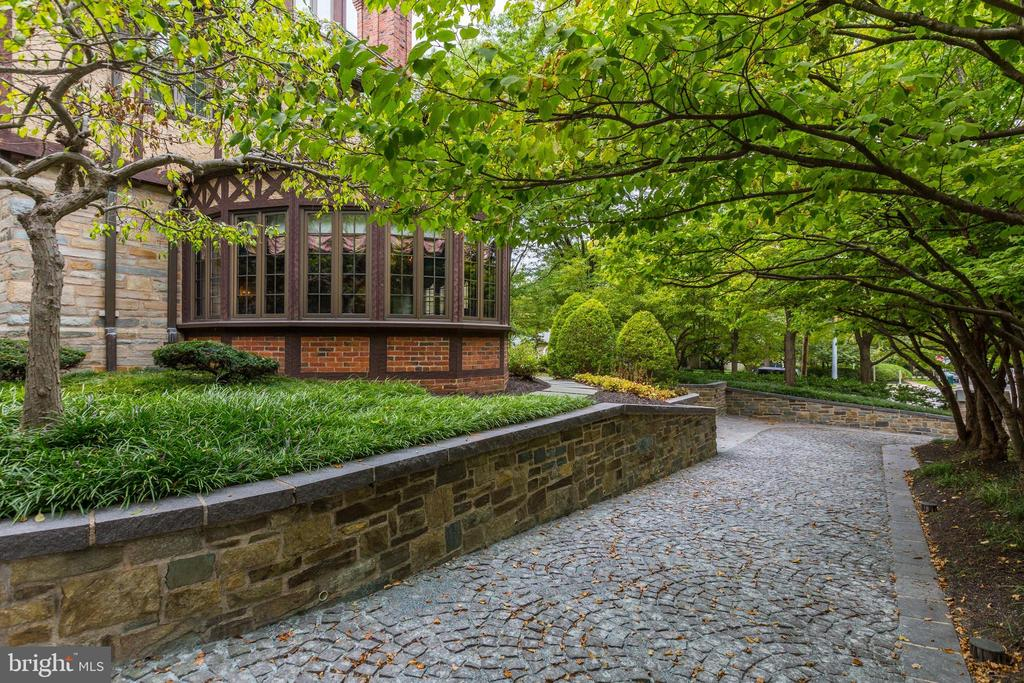 Driveway - 5903 CONNECTICUT AVE, CHEVY CHASE