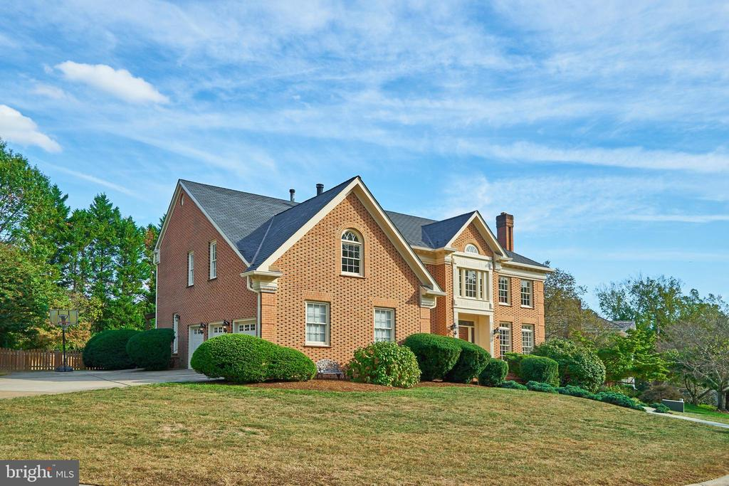 All Brick, 3-Car Garage Colonial in McLean - 1607 FIELDING LEWIS WAY, MCLEAN