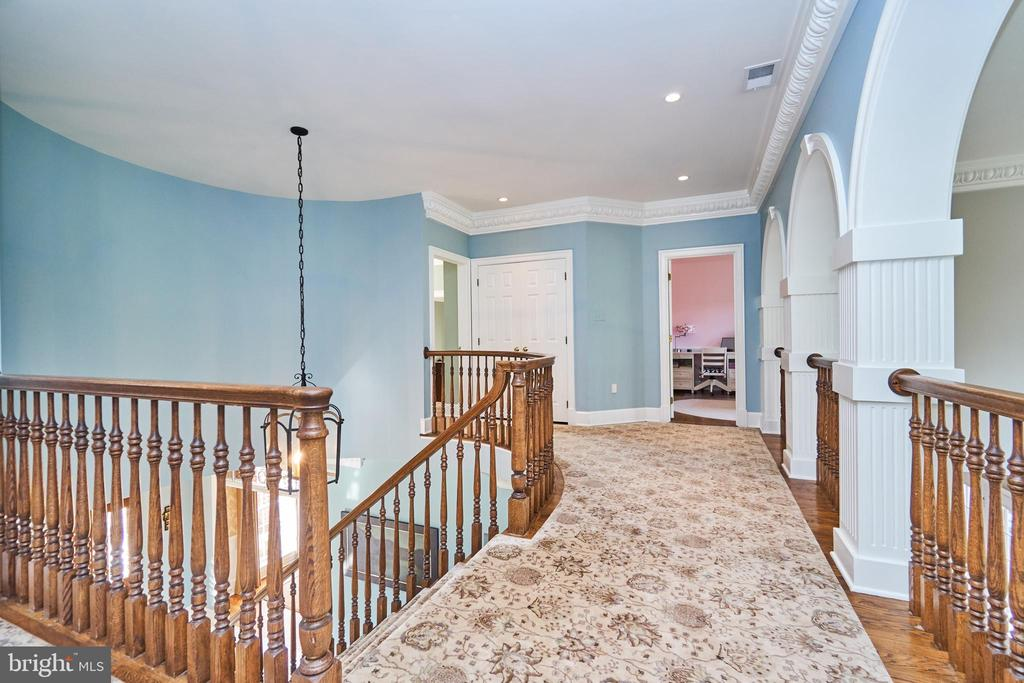 Hardwood Under Custom Carpet - 1607 FIELDING LEWIS WAY, MCLEAN