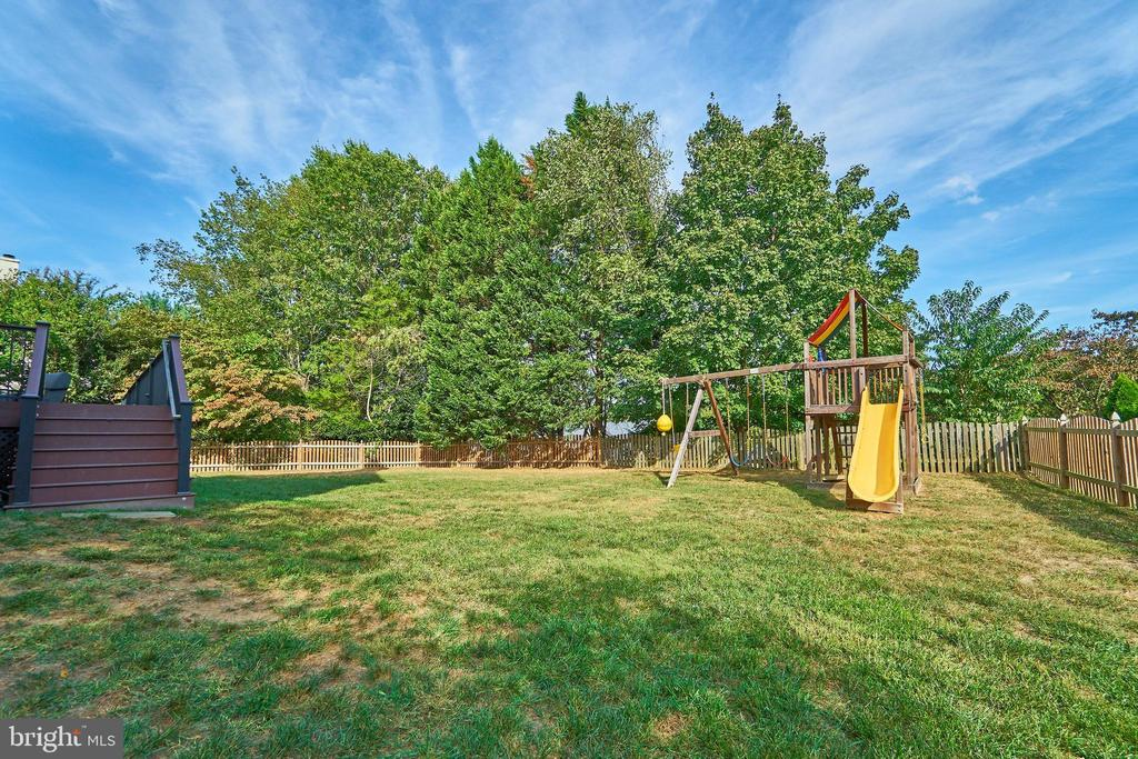 Flat, Fenced Yard (Play set has been removed)) - 1607 FIELDING LEWIS WAY, MCLEAN