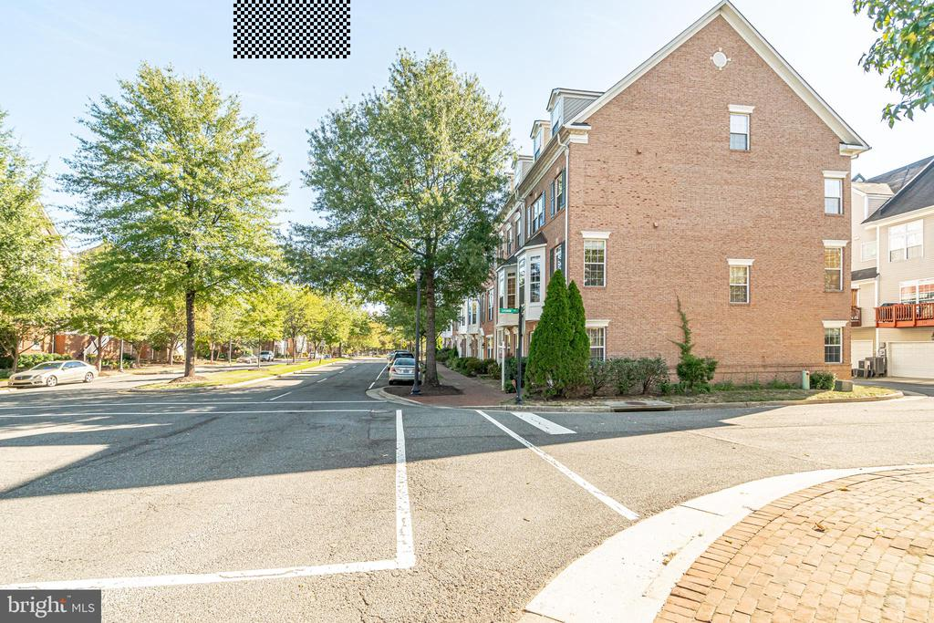 END TOWNHOUSE - 336 CAMERON STATION BLVD, ALEXANDRIA
