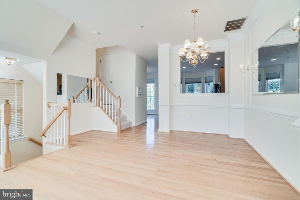 PASS THROUGH FROM KITCHEN TO DINING ROOM - 336 CAMERON STATION BLVD, ALEXANDRIA