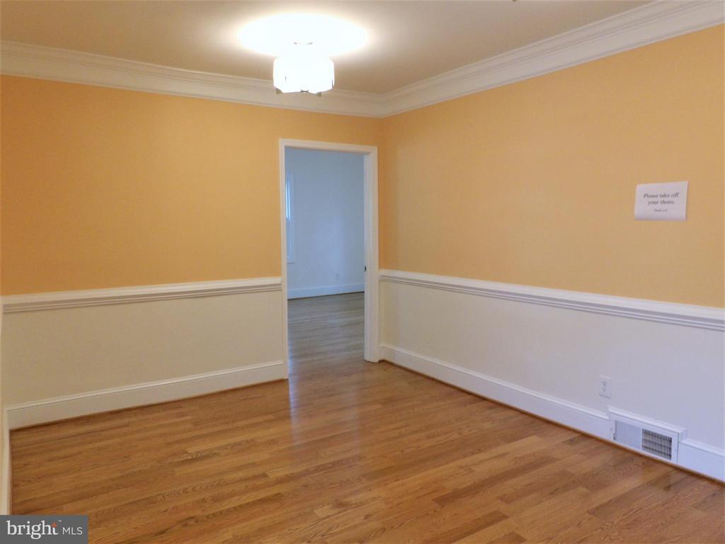 Foyer / Living Room Area - 2800 N PERSHING DR, ARLINGTON