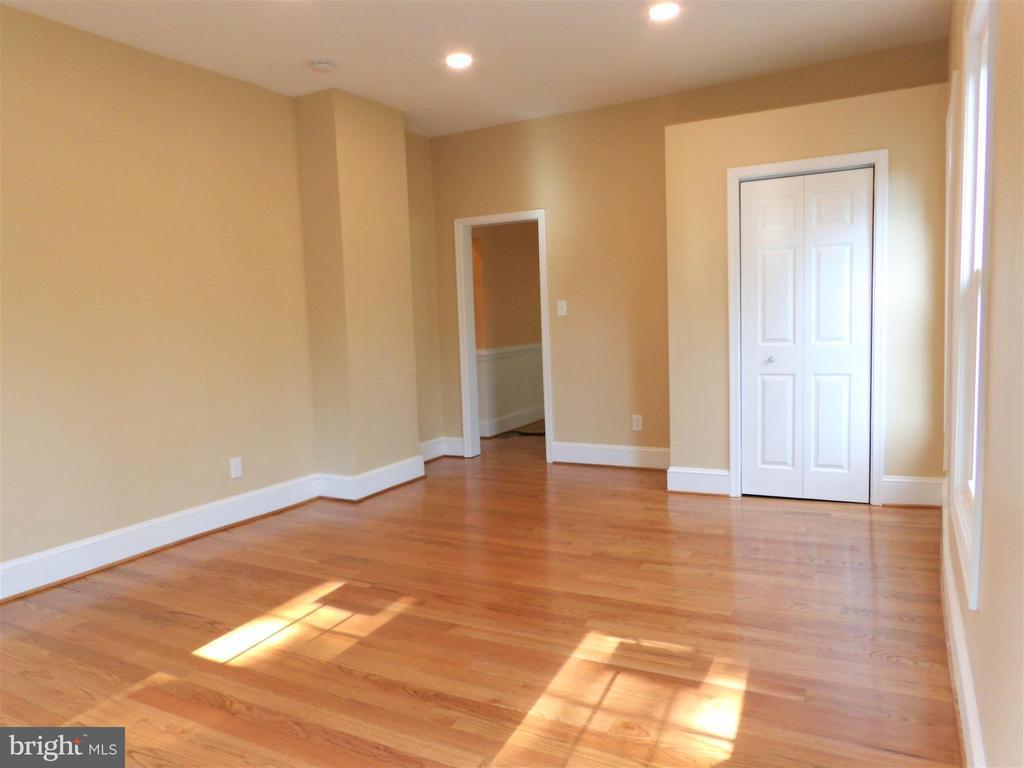 Family Room - 2800 N PERSHING DR, ARLINGTON