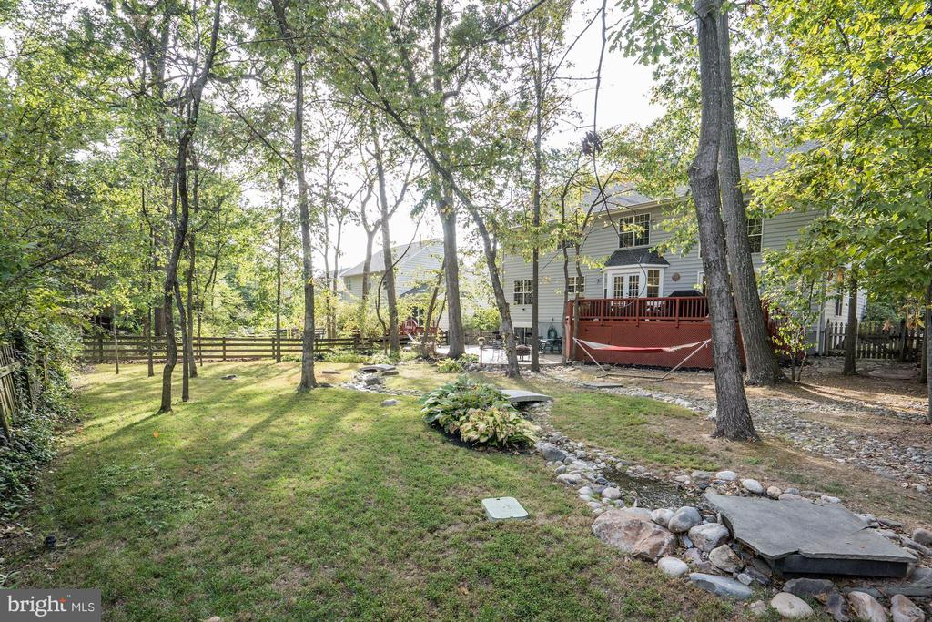 best yard around w/ trees, stream ,deck/patio - 25272 RIPLEYS FIELD DR, CHANTILLY