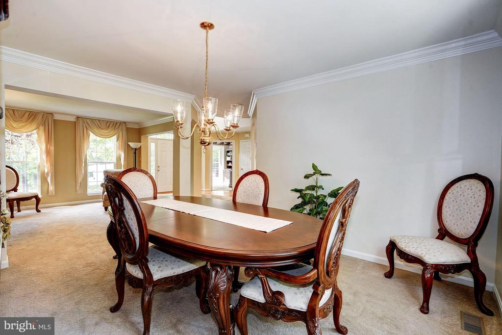 large dining space - 25272 RIPLEYS FIELD DR, CHANTILLY