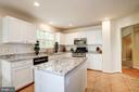 light and bright kitchen - 25272 RIPLEYS FIELD DR, CHANTILLY